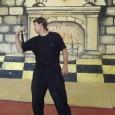 Видео содержит оригинальный материал красноярской техники фехтования военно-исторического клуба «Камелот», разработанной для упражнений с оружием на обратном хвате. Вращения на обратом хвате используют специфические удержания оружия, положение кисти и самой...