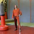 удары двуручным мечом по мишени с разных положений ног, как с разгоном только массы оружия, так и с приложением массы тела.