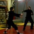 Перехват хода для полуторного меча с уклонениями и уступающими защитами, игра в низком темпе.