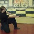на данном видео показана техника выполнения защиты движением без разрыва дистанции от горизонтального удара в колено. Приводится пример исторически существовавшего упражнения, известного из материала ирландских саг, объясняются правила техники безопасности....
